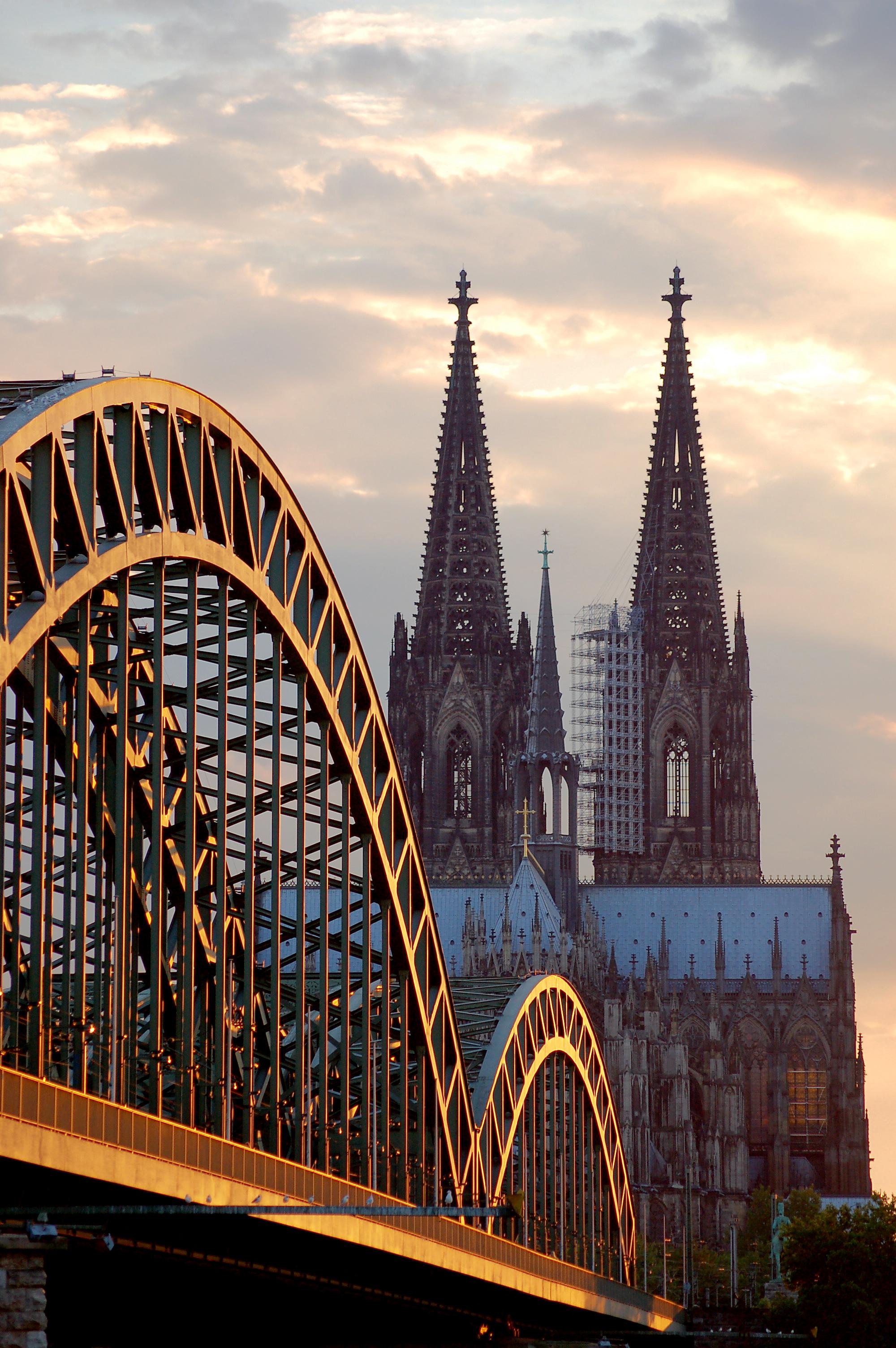 Der Kölner Dom mit Hohenzollernbrücke